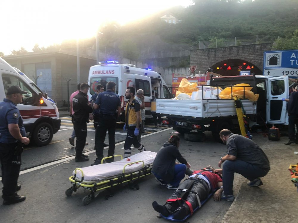 Araklı'da tünel girişinde kaza: 1 ölü, 5 yaralı