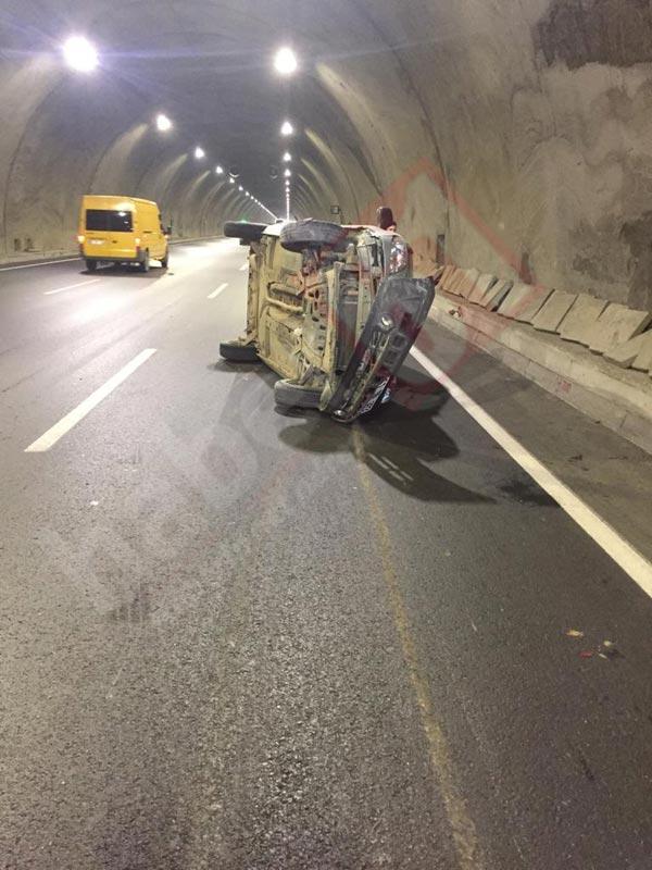 Trabzon'da kaza - Duvara çarparak yan yattı