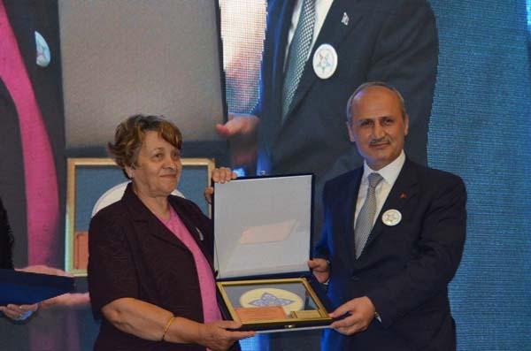Bakan Turhan'a ilkokul öğretmeninden sürpriz