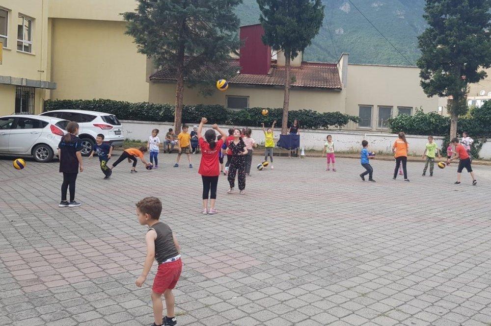 Trabzon'da çocuklar gidemeyince antrenörler geldi