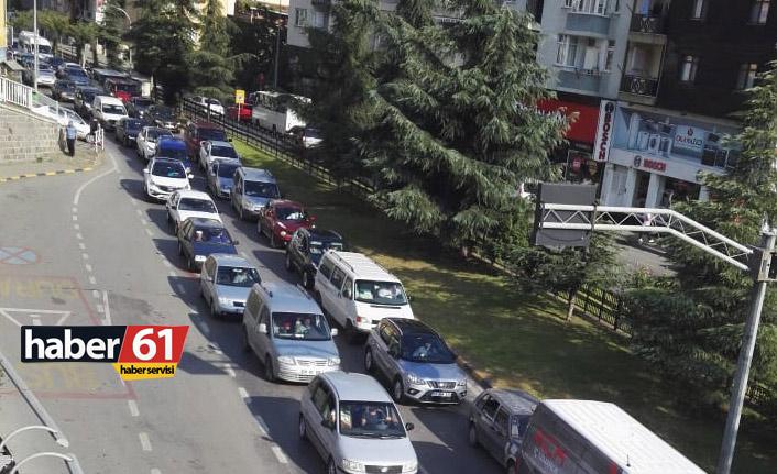 Okullar açıldı, Trabzon'da trafik kilitlendi
