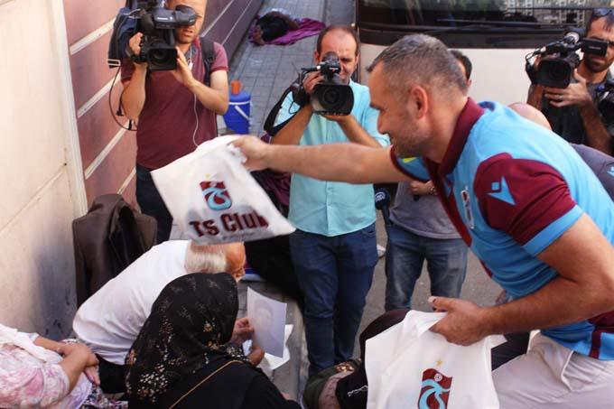 HDP önünde eylem yapan ailelere Trabzon'dan anlamlı destek