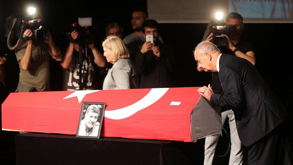 Ünlü oyuncu Tarık Ünlüoğlu son yolculuğuna uğurlandı