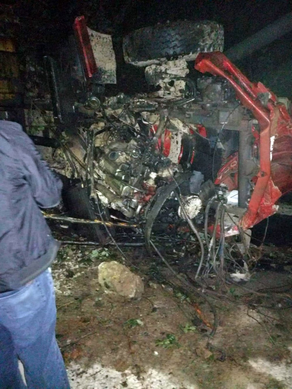 Kamyon uçuruma yuvarlandı: 1 ölü
