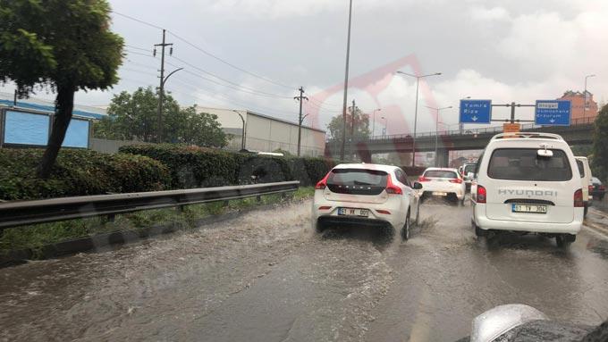 Trabzon'da yağış hayatı felç etti