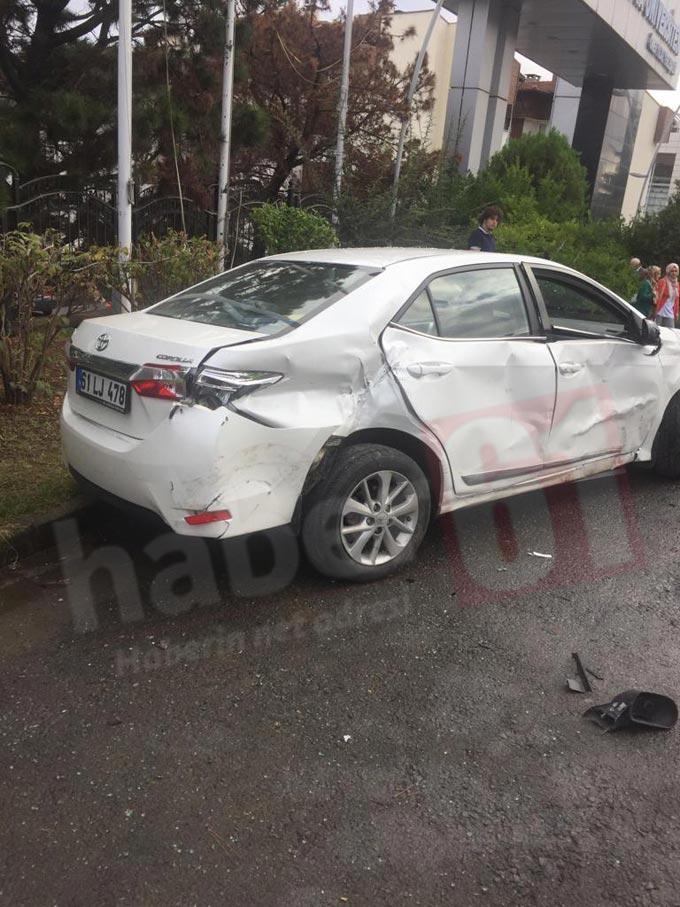 Trabzon'da 3 araç birbirine girdi: 2 yaralı