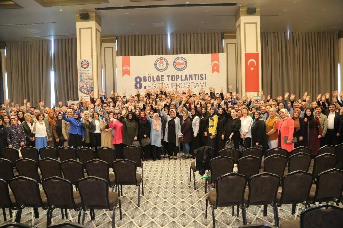 """Eğitim-Bir-Sen 8. Bölge Toplantısı Trabzon'da yapıldı - """"Eğitimde sorunları görmek yetmez, çözmek gerekir"""""""