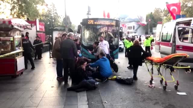 Otobüs durağa daldı! Yaralılar var