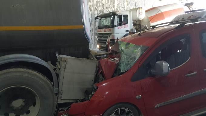 Trabzon'da 3 araç birbirine girdi – 4 yaralı