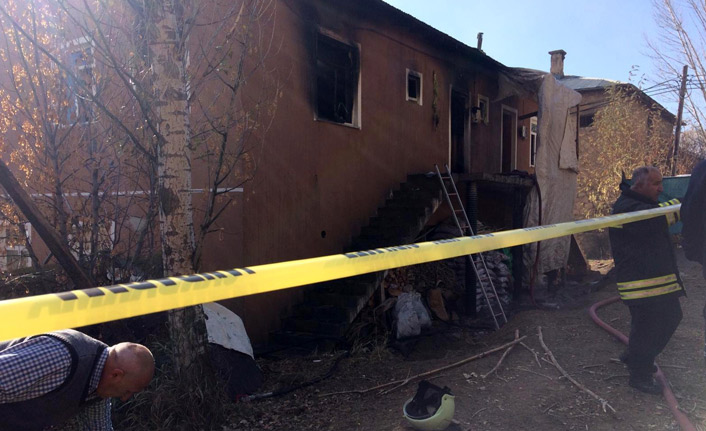 Facia! Yangında 2'si çocuk 3 kişi öldü