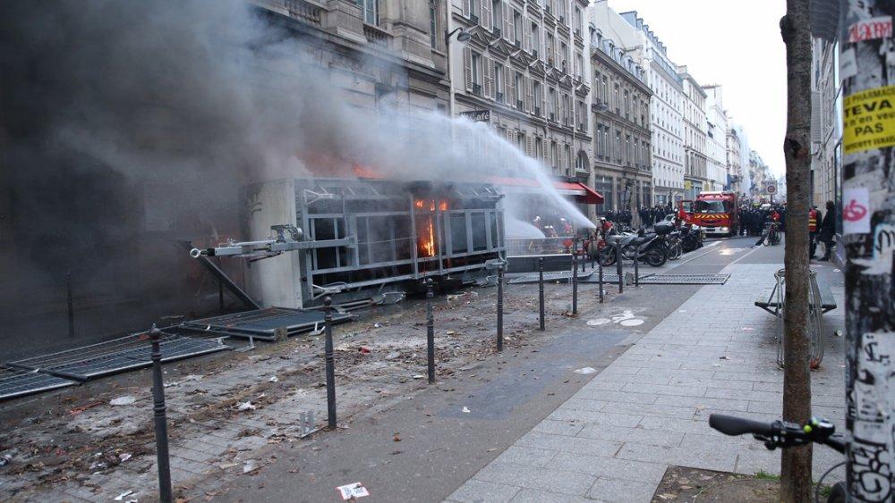 Fransa'da hayat durdu - 500 bin kişi...