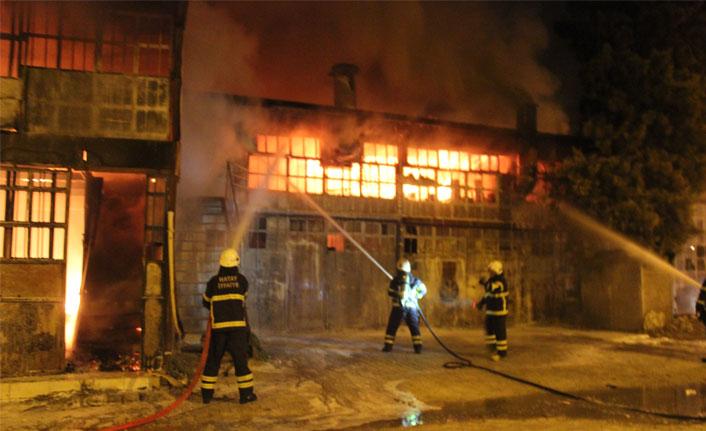 Hatay'da sanayi sitesinde yangın