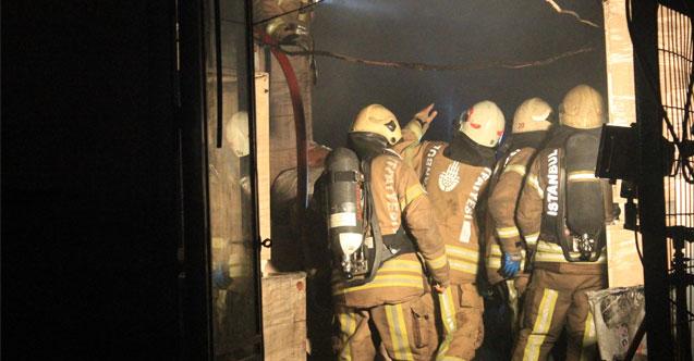 Sultangazi'de mobilya imalathanesi alev alev yandı