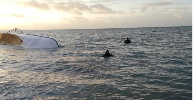Van Gölü'nde tekne battı