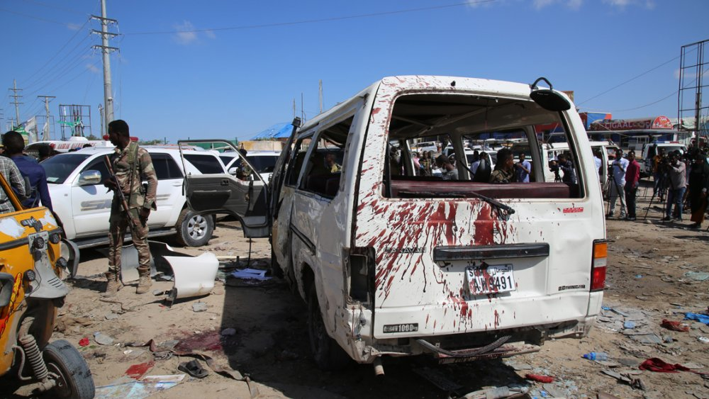 Somali'de bombalı saldırı: 2'si Türk 80 kişi öldü