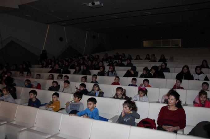 Avrasya Üniversitesi miniklerin kalbini kazandı