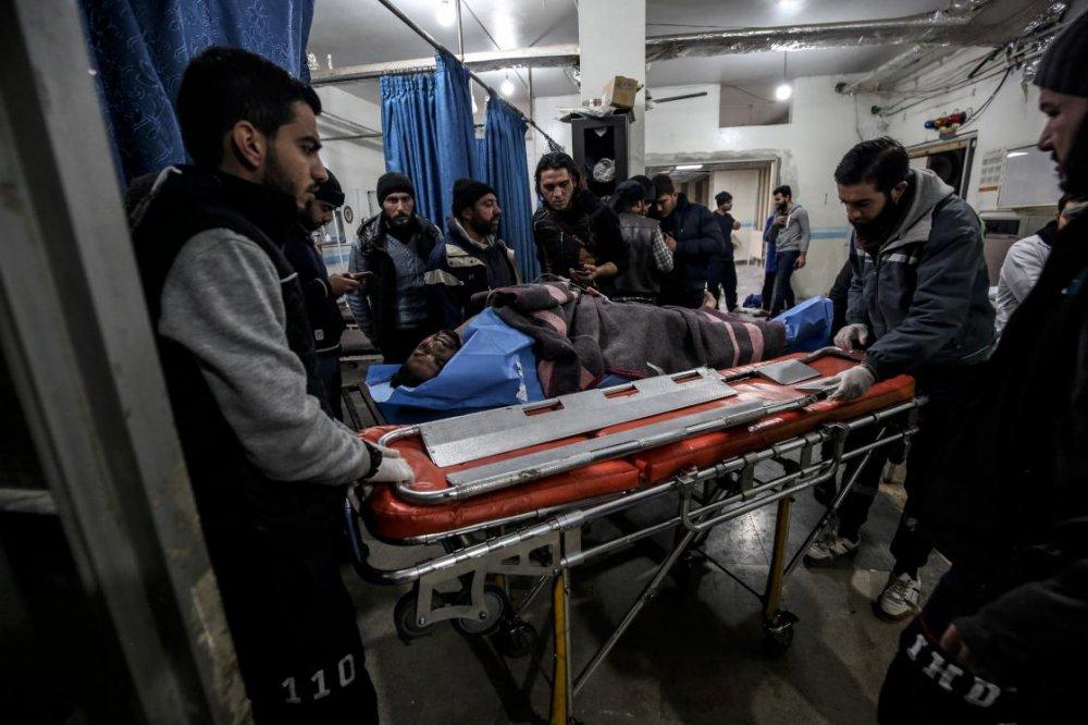 Esed rejimi İdlib'de okulu vurdu: 4'ü çocuk, 8 ölü