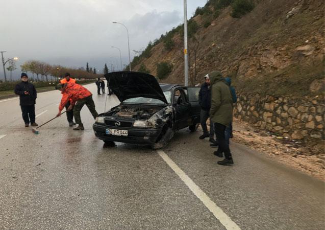 Seyir halindeki otomobil takla attı, sürücüsü yaralandı