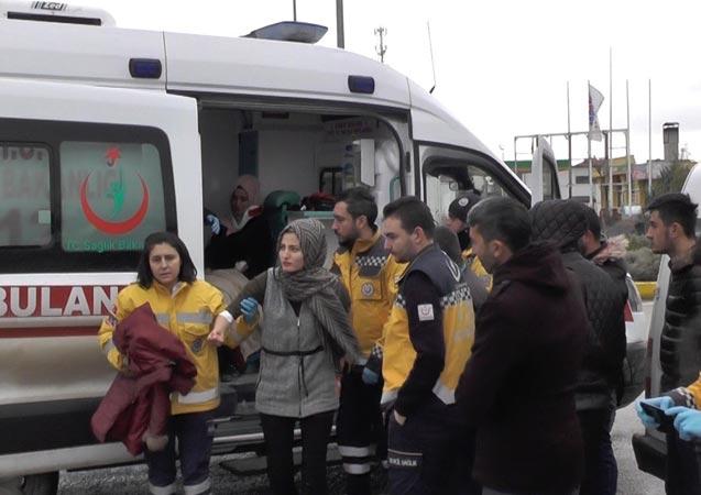 Konya'da hafif ticari araç ile tır çarpıştı