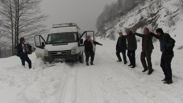 Artvin'de Macahel'e ulaşım kar yağışı ile birlikte güçleşti