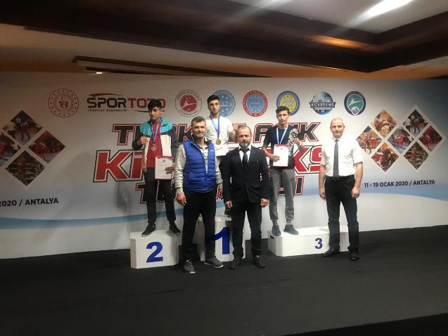 Kick boksta Türkiye şampiyonasında büyük başarı