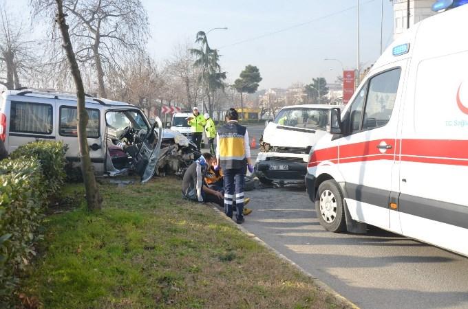 Ordu'da ticari araçla minibüs kafa kafaya çarpıştı: 5 yaralı