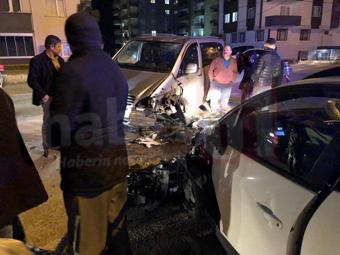 Trabzon'da iki araç kafa kafaya çarpıştı – 2 yaralı