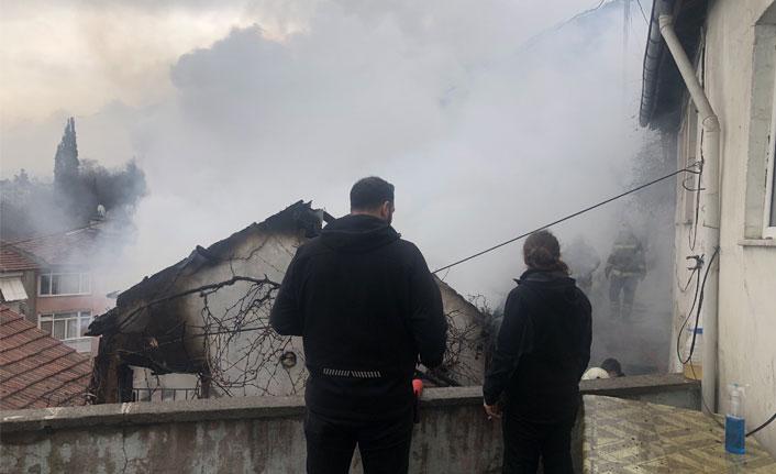Evi satılığa çıkaran annesine kızdı, evi yaktı