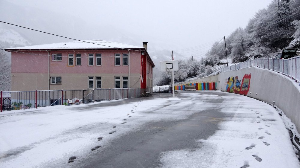 Trabzon'da okulun kapatılmasına velilerden tepki