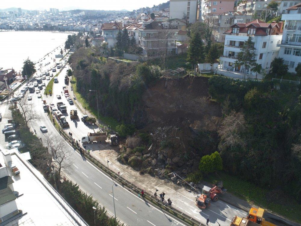 Heyelan! Karadeniz Sahil yolu ulaşıma kapandı