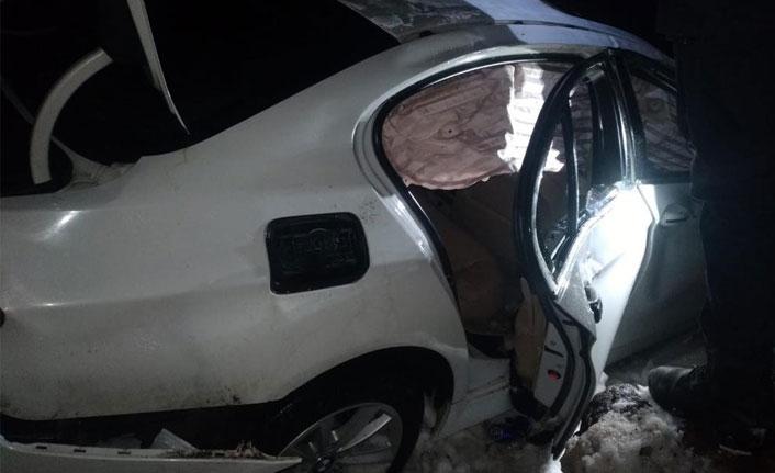 Kayseri'de direksiyon hakimiyetini kaybeden araç kaza yaptı