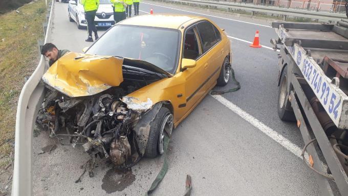 Trabzon araç bariyerlere çarptı