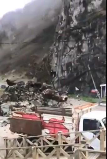 Giresun'da heyelan - Karayolu ulaşıma kapandı
