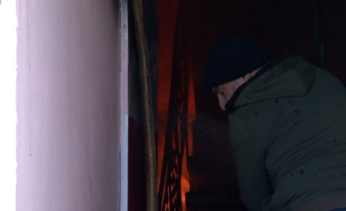Fatih'te madde bağımlısı genç evi yaktı