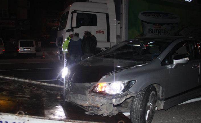 Alkollü sürücü tıra arkadan çarptı