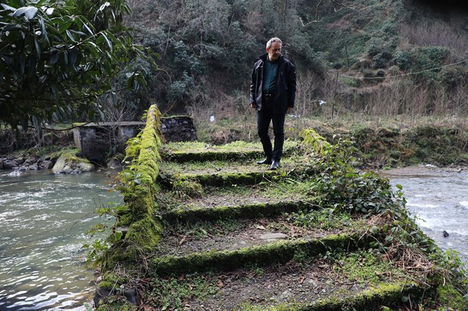 Rize'de tarihi kemer köprü yıkıldı