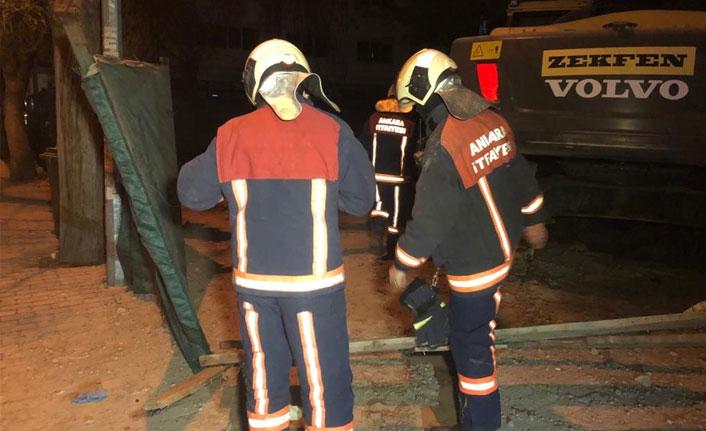 Ankara'da 3 katlı hırdavatçı dükkanı çöktü