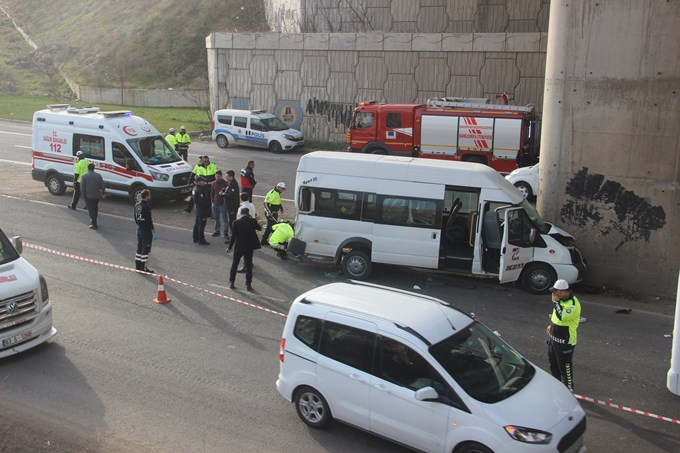 Şanlıurfa'da işçi servisleri kaza yaptı