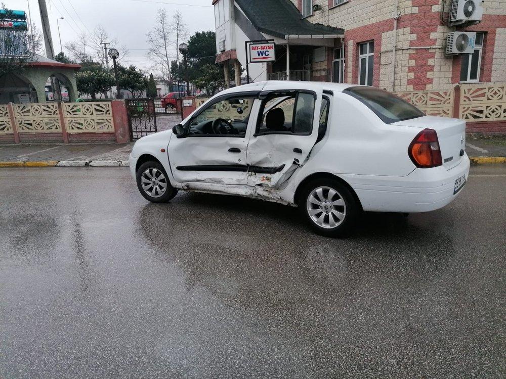 Samsun'da trafik kazaları: 3 yaralı