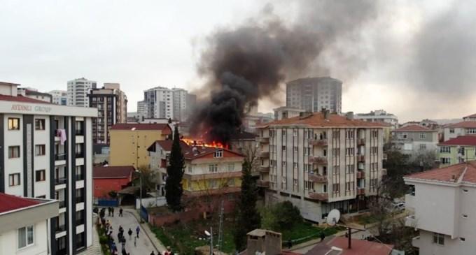 3 binanın çatı katları alev alev yandı