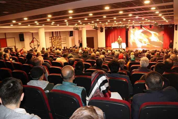 Akçaabat'ta Mete Yarar konferansı