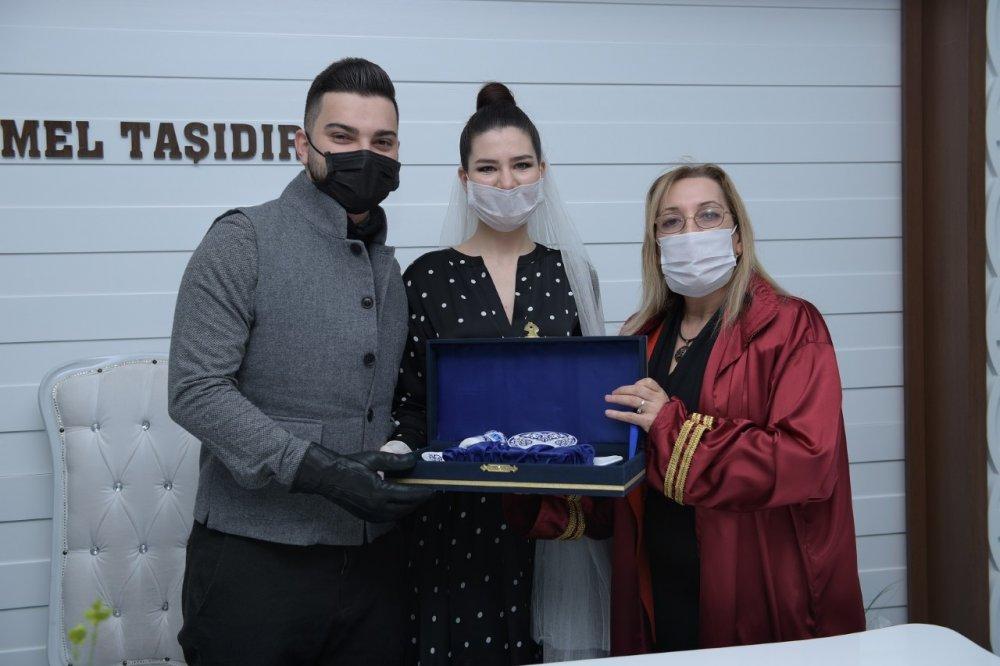 Nikahlar maskeli olarak gerçekleştirilmeye başlandı