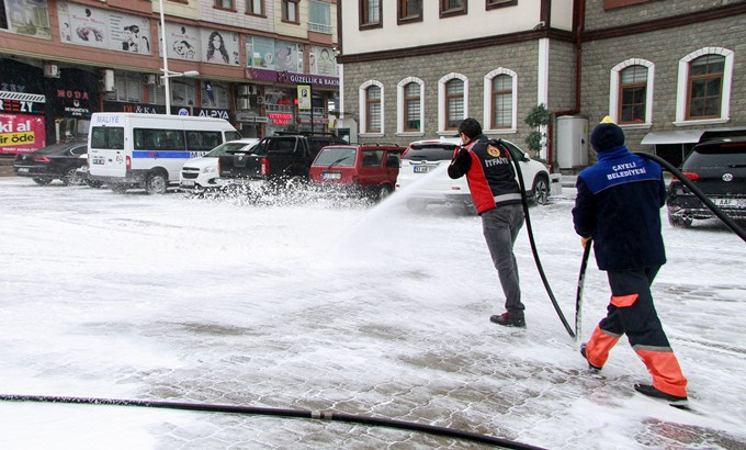 Rize'de cadde ve sokaklar deniz suyu ile yıkanıyor