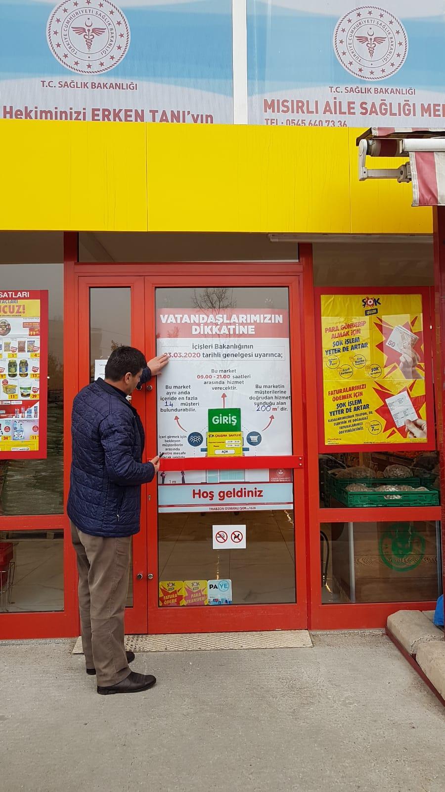Zabıtalar, marketlerin çalışma usulleriyle ilgili afişleri astı!