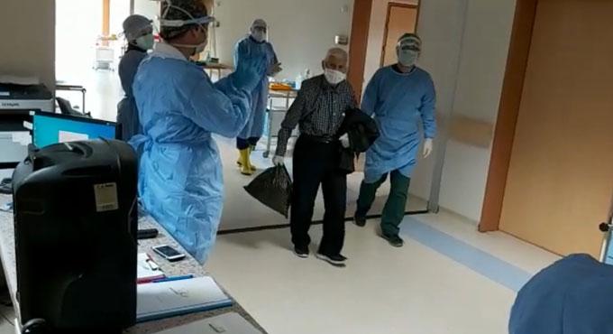 Artvin 82 yaşındaki koronavirüsü yendi! Böyle uğurlandı