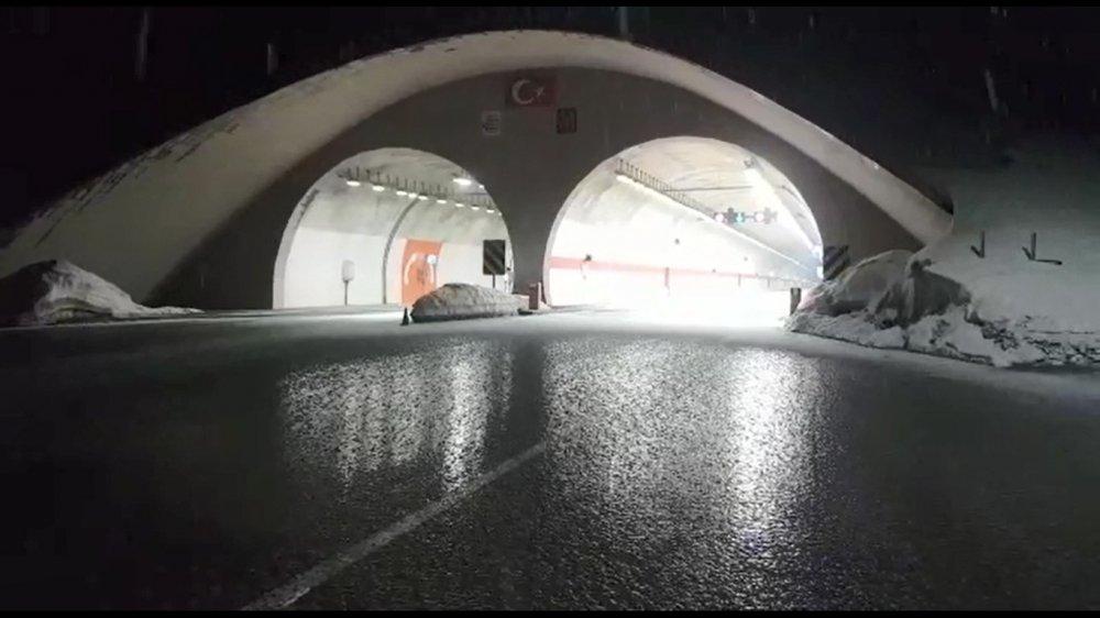 Rize'de yayla yollarında karla mücadele başladı