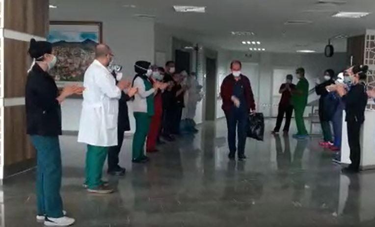 Gümüşhane'de koronavirüsü yendi, alkışlarla taburcu edildi