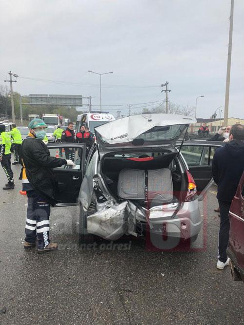 Trabzon'da 3 araç birbirine girdi! 2 Yaralı