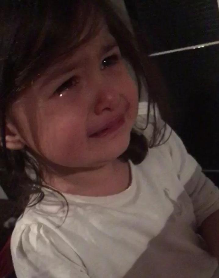 Koronavirüs nedeniyle göremediği dedesi için gözyaşı döktü