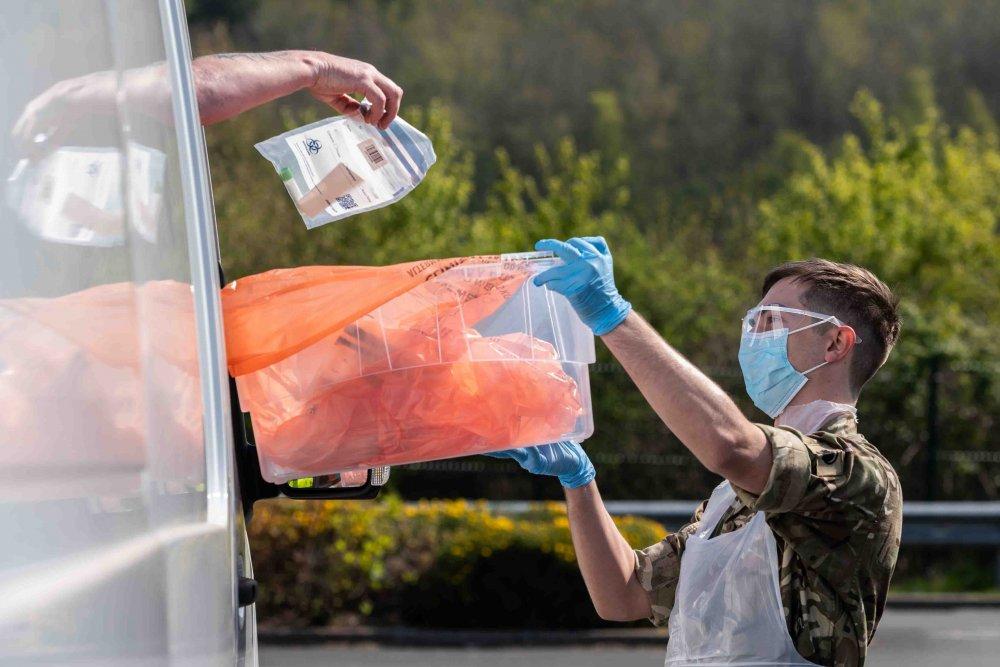 İngiltere'de son 24 saatte korona virüsten 315 kişi öldü